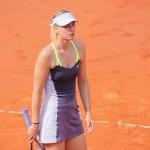 Sharapova engage Groeneveld