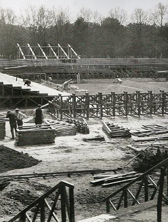 Construction du court central ©Keystone-Eyeda