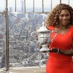 Serena prend la pose à l' Empire State Building