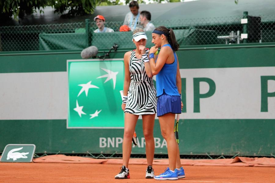 Kristina Mladenovic et Caroline Garcia lors de Roland-Garros 2016 / ©SoTennis