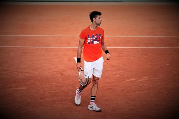 Novak Djokovic dit stop / ©SoTennis