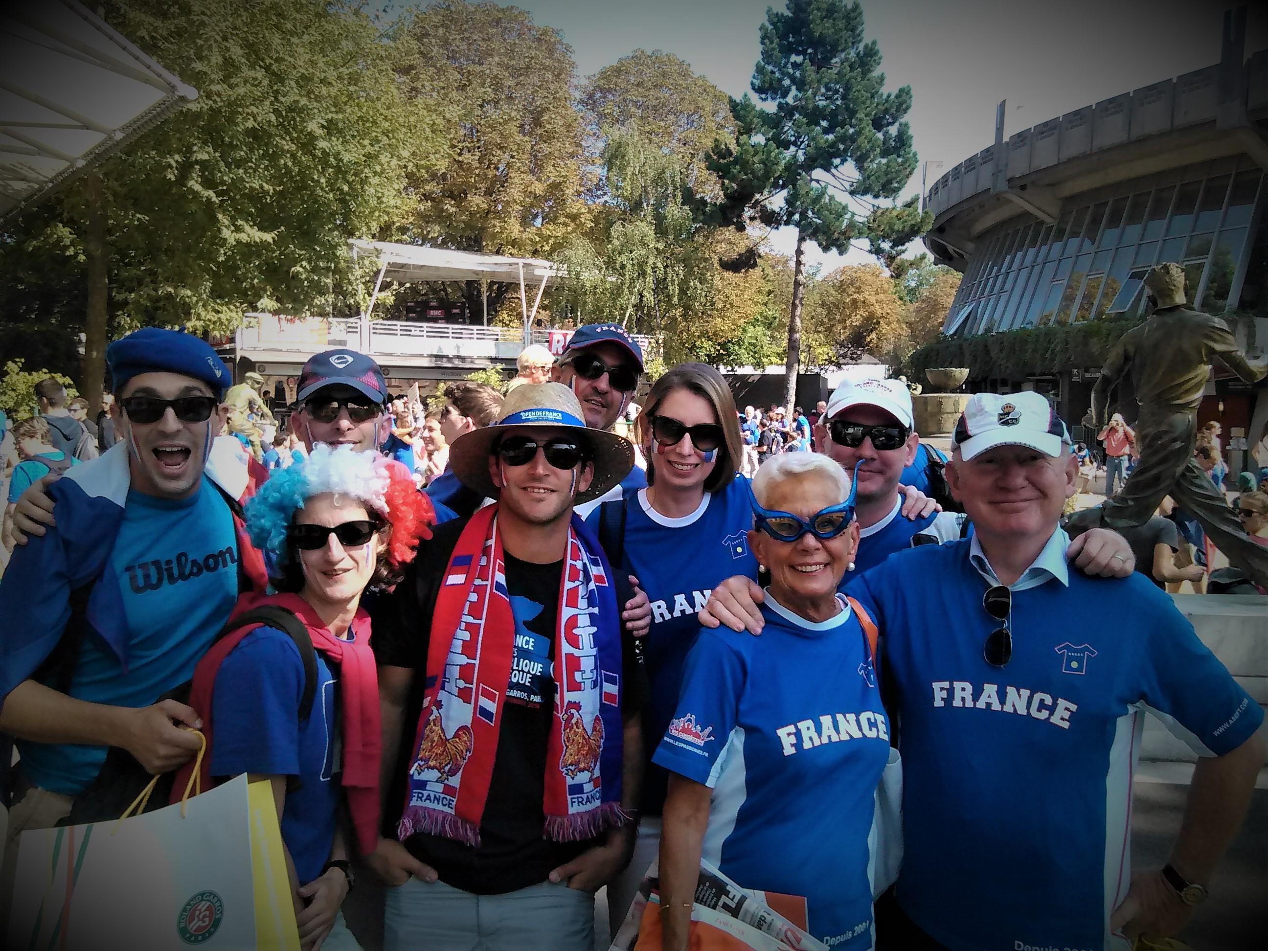 Des membres de l'ASEFT lors de la rencontre de Coupe Davis à Roland-Garros en 2014 / ©SoTennis